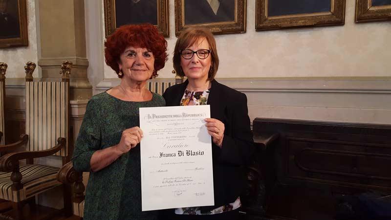 Scuola, Fedeli consegna onorificenza a professoressa ferita da studente